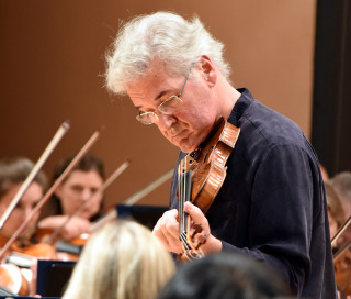 Violin Soloist: Pinchas Zukerman