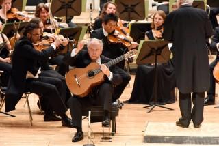 Guitar Soloist: Pepe Romero
